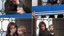 2010__04__Angelina_Jolie_Knox_April9_main 225×211.jpg