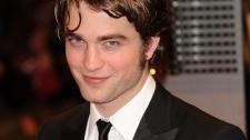 2010__03__Robert_Pattinson_March12newsnea 225×224.jpg