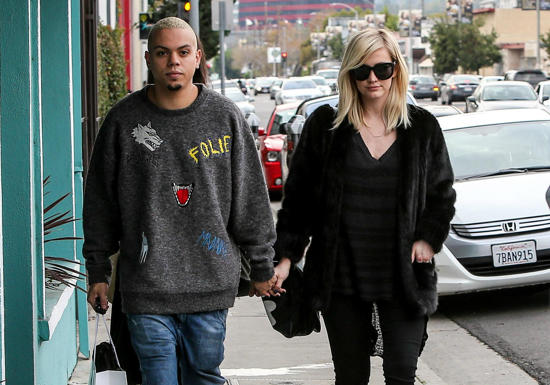 Pregnant Ashlee Simpson Shops With Husband Evan Ross