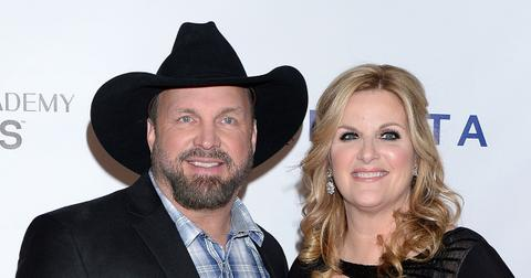 trisha yearwood tests positive covid  garth brooks tests negative