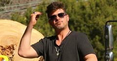 Exclusive… Premium: Robin Thicke Out And About In LA ***NO USE W/O PRIOR AGREEMENT – CALL FOR PRICING***