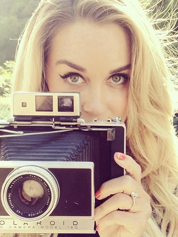 Lauren conrad engagement ring selfie