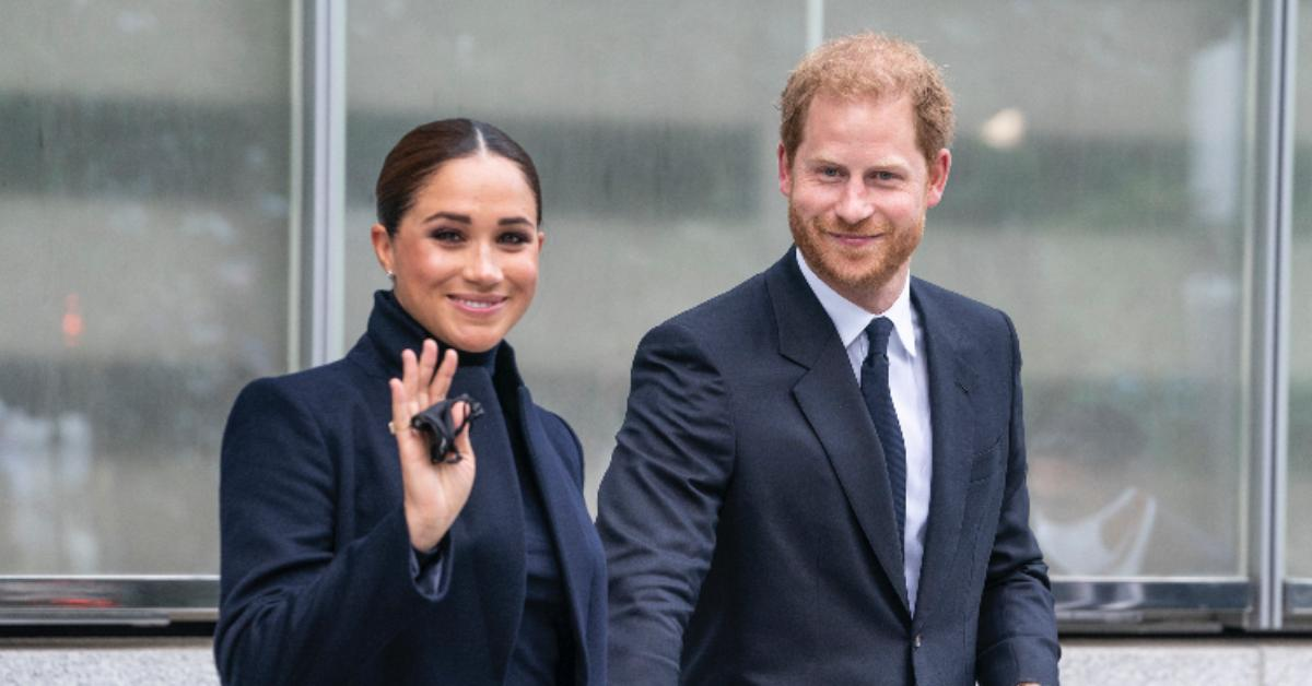 angry twitter users call prince harry meghan markle hypocrites for riding private jet