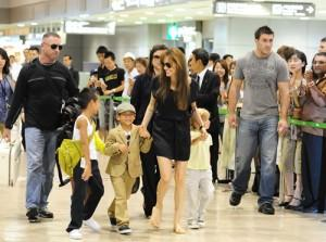 2010__07__Angelina_Jolie_July26_8401 300×223.jpg