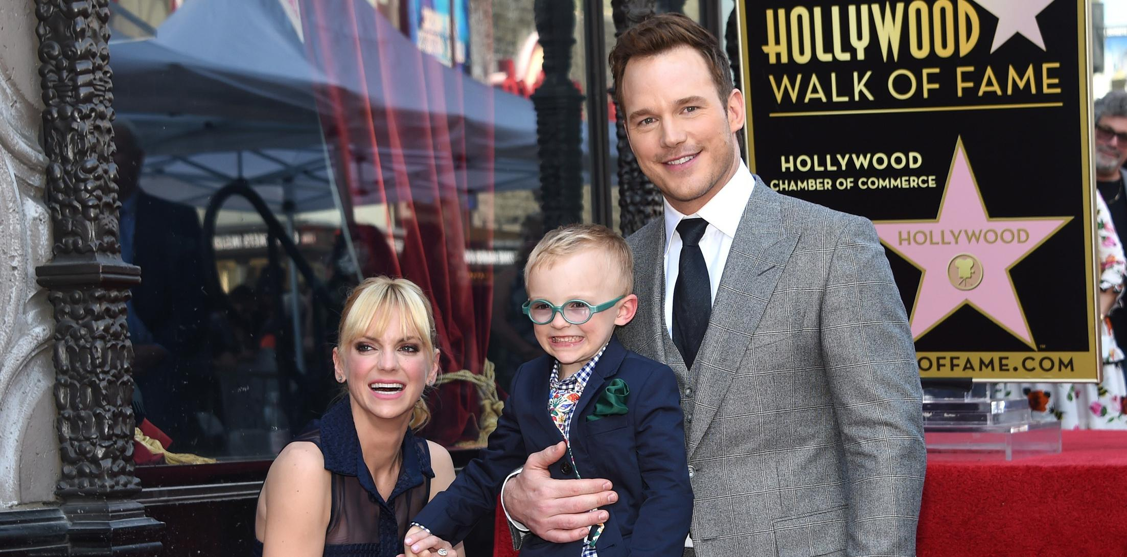 Chris Pratt and Anna Faris pose on the Walk of Fame after Chris recieved a star