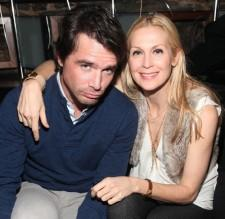 2010__03__Matthew_Settle_Kelly_Rutherford_March5newsne 225×219.jpg