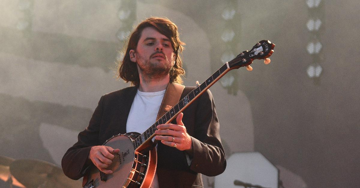 mumford and sons banjo player winston marshall slammed andy ngo book important tweet reactions