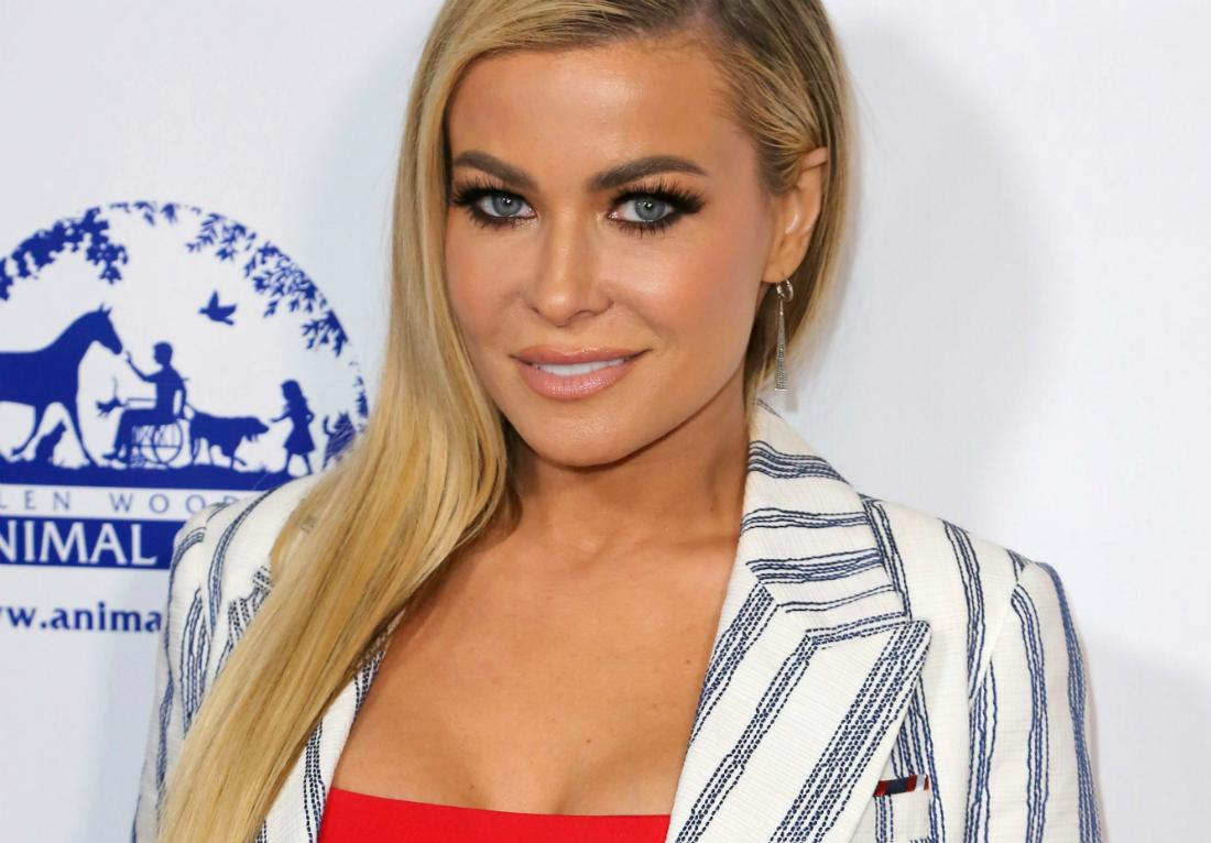 Carmen Electra poses on the red carpet.