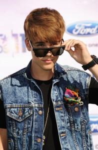 2011__07__Justin_Bieber_July20newsneb 196×300.jpg
