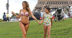 farrah-abraham-bikini-strip-down-daughter-sophia-paris