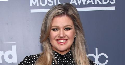 Kelly Clarkson Wearing A Dress