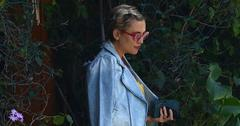 Pregnant kate hudson yellow dress slit main