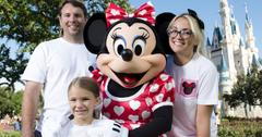 JAMIE LYNN SPEARS AND FAMILY AT DISNEY WORLD