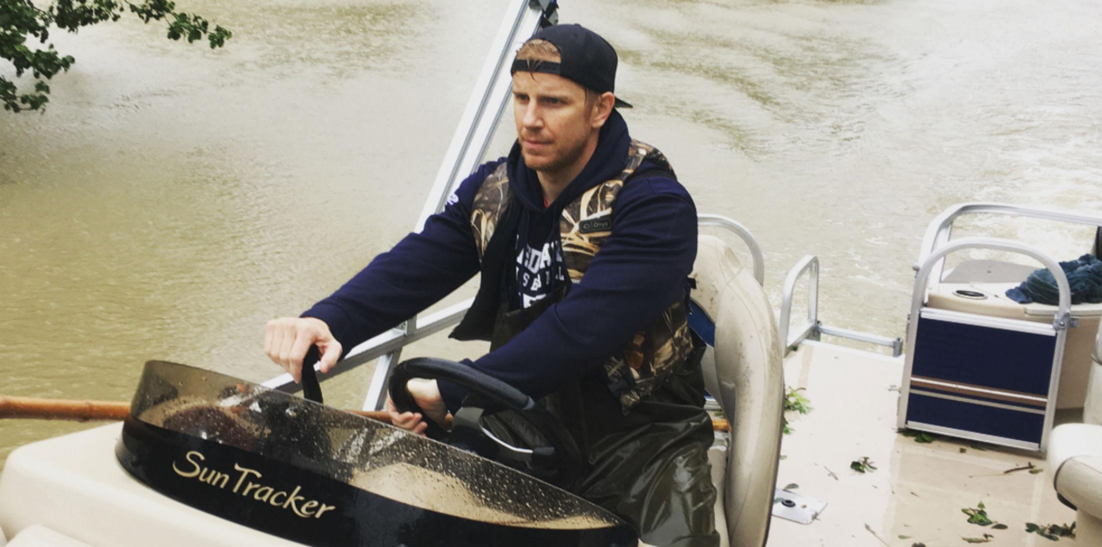 Bachelor Alum Sean Lowe Drives Boat Through Houston To Save Harvey Victims hero