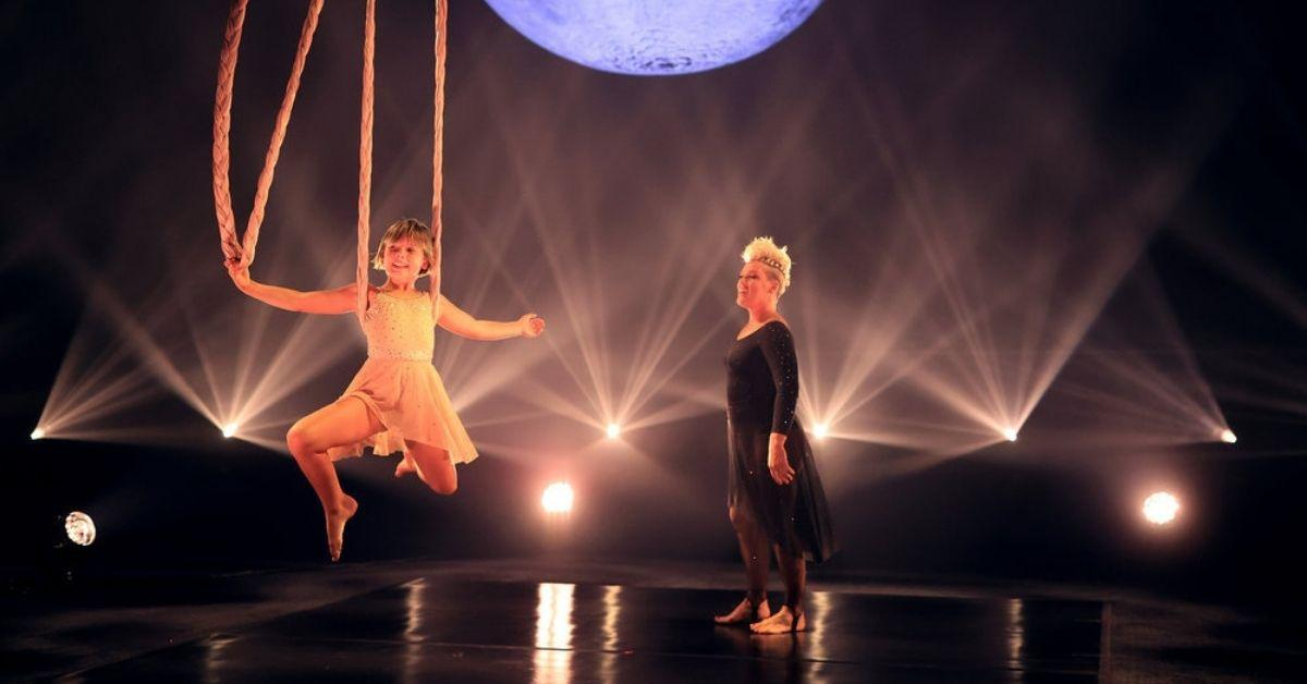 pink performs daughter willow  billboard awards medley