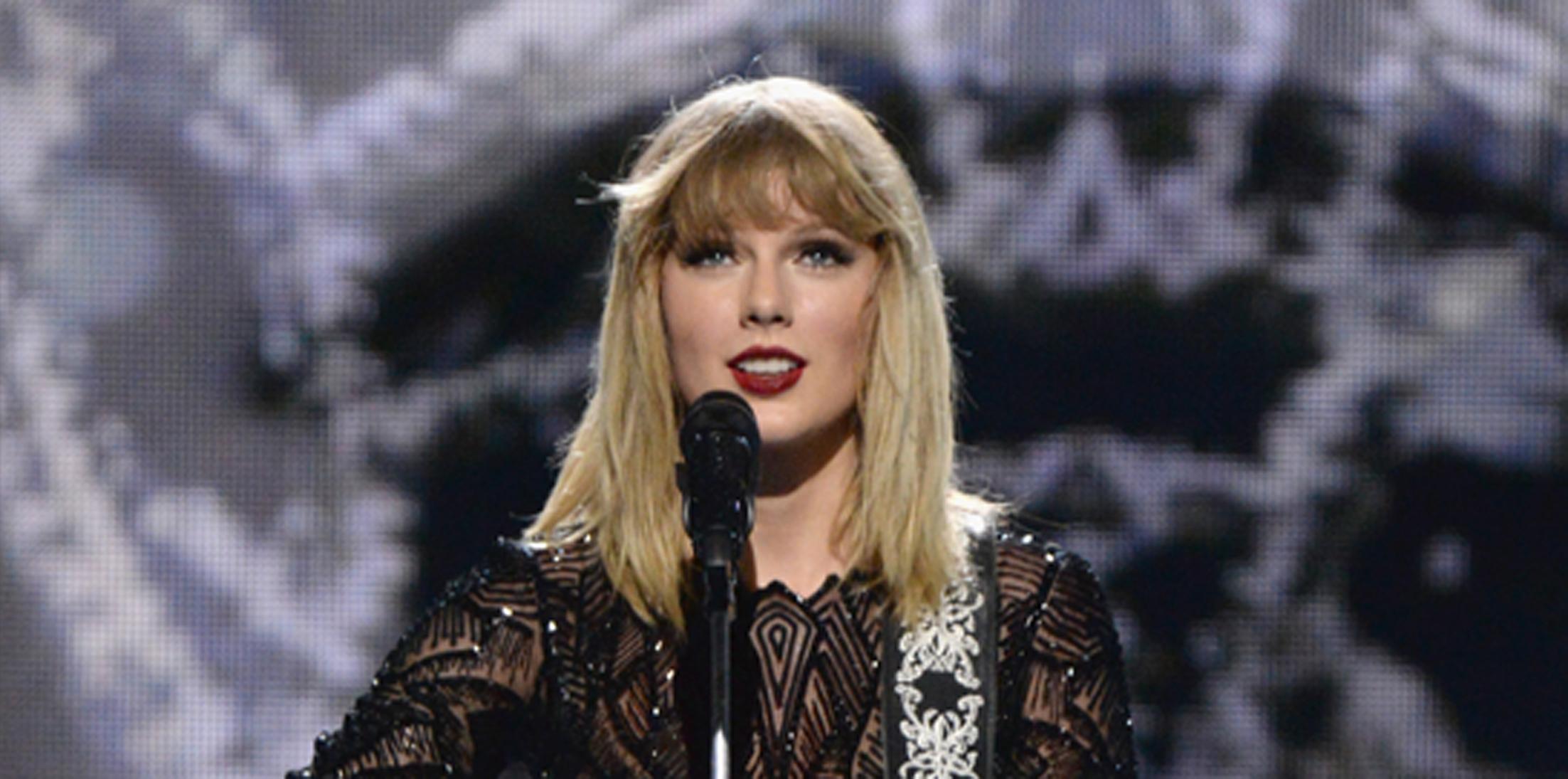 2017 DIRECTV NOW Super Saturday Night Concert In Houston – Taylor Swift Performance