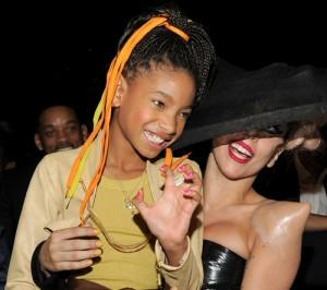 2011__02__Lady_Gaga_Willow_Smith_Feb14_02main 300×266.jpg