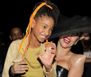 2011__02__Lady_Gaga_Willow_Smith_Feb14_02main 300×266.jpg