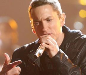 2010__08__Eminem_Aug3news 290×300.jpg