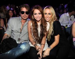 2010__10__Billy_Ray_Cyrus_Miley_Cyrus_Tish_Cyrus_Oct27news 300×237.jpg