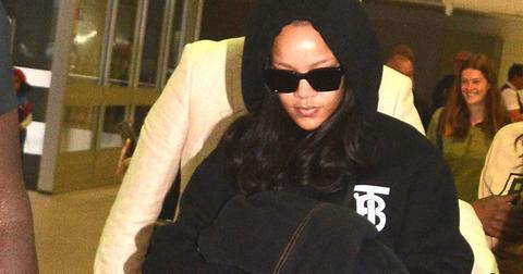Rihanna airport post pic