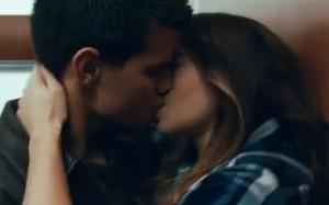 2011__09__Taylor Lautner Lily Collins Kiss Sept6ne 300×187.jpg