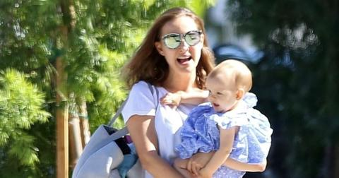 BGUS_1027641_00Natalie Portman Daughter Stroll Outside Stunning Photos hero1