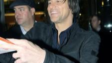 2010__02__Jim_Carrey_Feb1_main 225×193.jpg