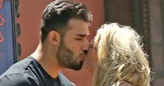 Britney spears kissing boyfriend