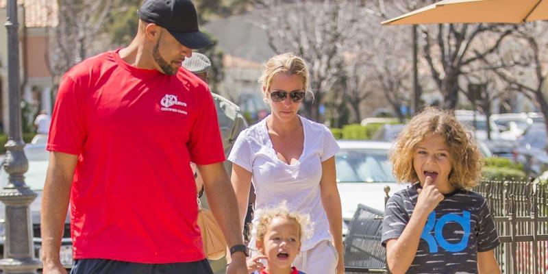 kendra wilkinson hank basket reunite kids divorce pics pp