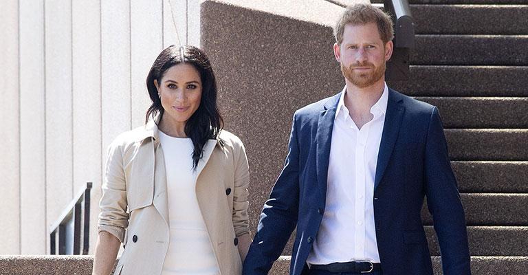 Prince Harry Beams As He Shares Duchess Meghan's Pregnancy ...