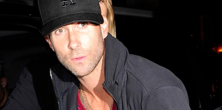 Maroon 5 joined by Victoria's Secrets Angels in London