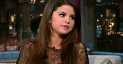 2011__03__Selena_Gomez_Letterman_March17news 300×209.jpg