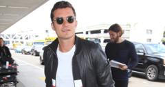 Orlando Bloom signs autographs arriving at LAX