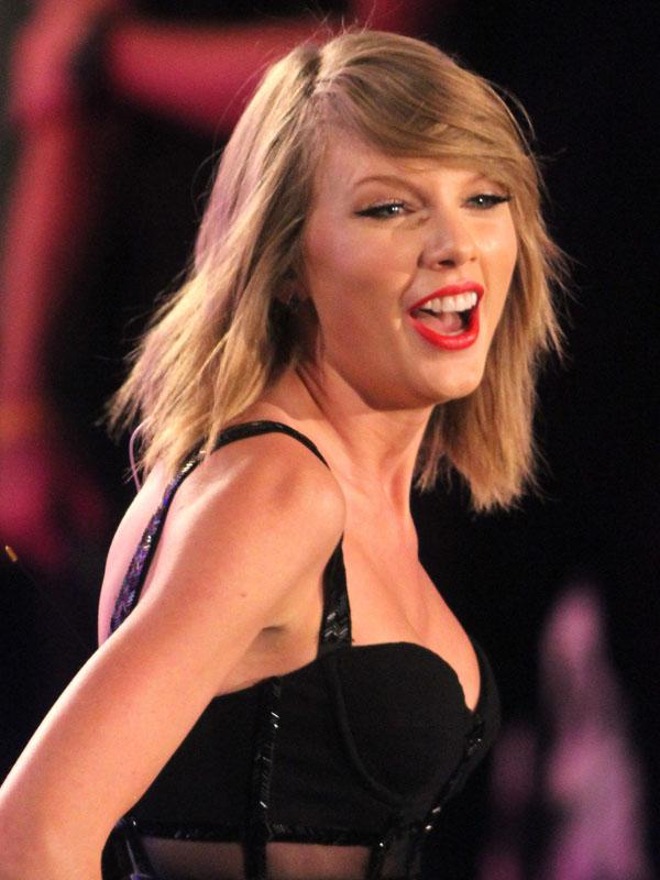 Taylor Swift performs live on stage for 'Jimmy Kimmel Live!' in Hollywood, CA