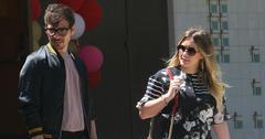 Pregnant Hilary duff matthew koma la stroll main