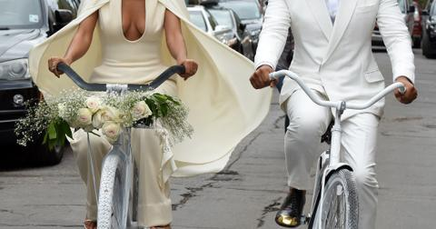 INF – Solange Knowles and her fiance Alan Ferguson ride bicycles all the way to their wedding at the Marigny Opera House in New Orleans
