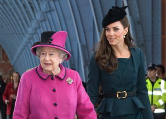 Kate middleton queen elizabeth march8.jpg