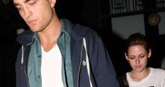2011__03__Robert_Pattinson_Kristen_Stewart_March16newsnea 300×202.jpg