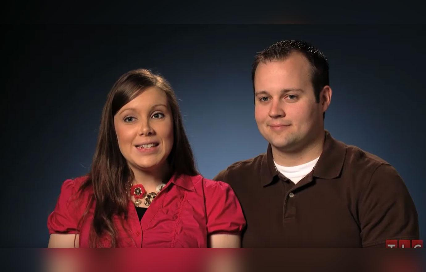 [Anna Duggar] Has Her Kids Write What They're Thankful For Amid [Josh]'s Investigation Scandal