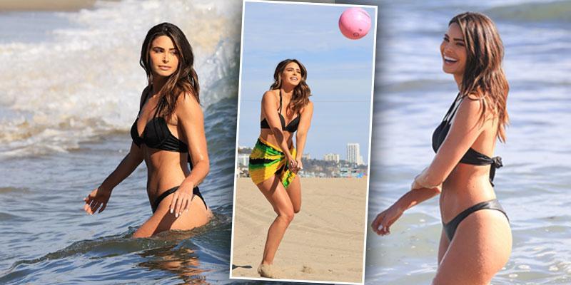 Extra co-host Jennifer Lahmers shows off her amazing bikini body