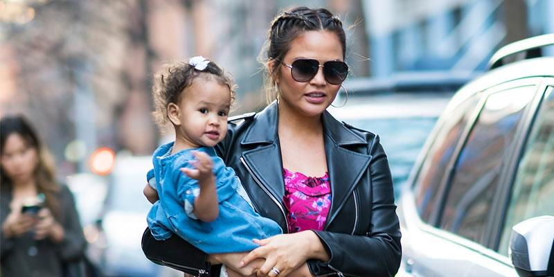 Chrissy Teigen & daughter Luna