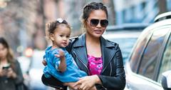 Chrissy Teigen & daughter Luna