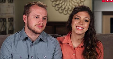 Josiah duggar wife lauren pregnancy rumors hides stomach pp