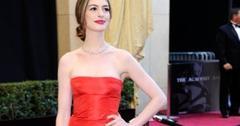 2011__02__Anne_Hathaway_Oscars_Feb27newsnea 300×201.jpg