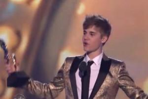 2011__05__Justin_Bieber_May23news 300×202.jpg