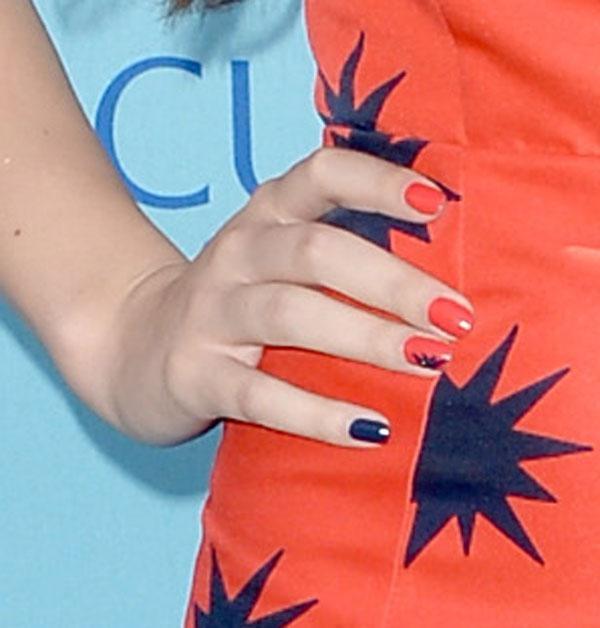 Hailee Steinfeld nails