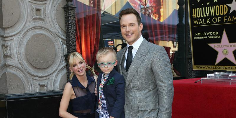 Faris, Pratt and their child on Hollywood walk of fame.
