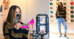 sarah jessica parker filming downtown manhattan sjp shoe store pf
