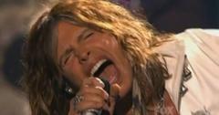 2011__05__Steven_Tyler_American_Idol_May26newsea 300×199.jpg